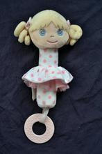 Chrastítko-panenka pro miminka,