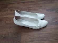 Bílé lodičky pro ženu s velkýma nohama, 44