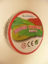 Plastelína mění barvu,