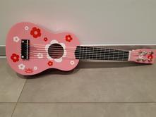 Dřevěná kytara,