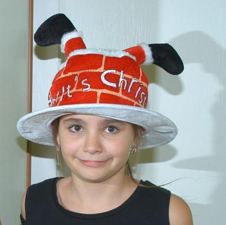 Vánoční klobouk komín se santovými nohami hrající,