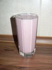 SVAČINA: zbytek namočených ječných vloček od snídaně+trocha mléka, pár jahod z mrazáku, lžička medu