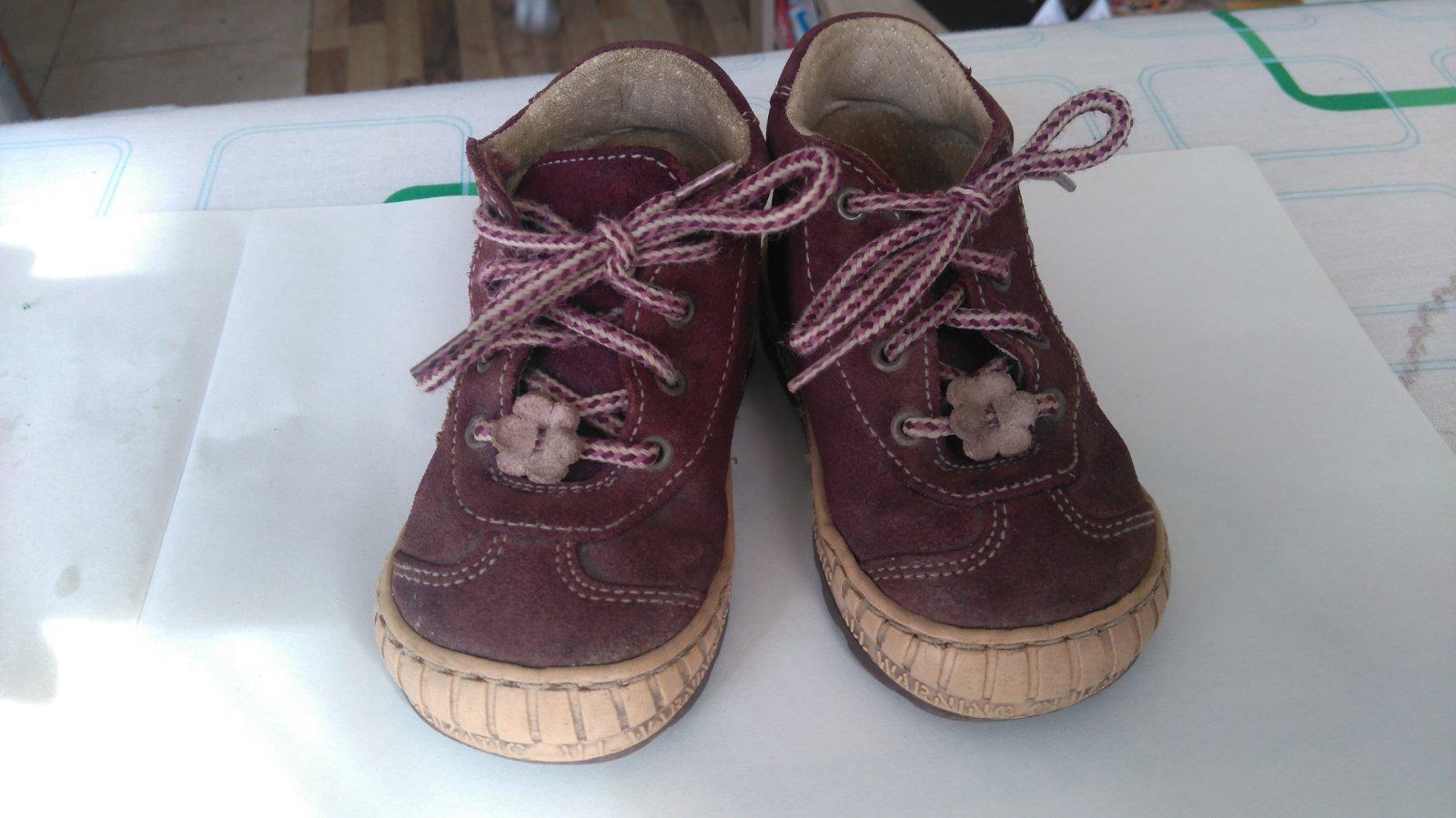 61ca33180df Celoroční boty pegres