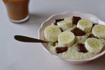 Jáhlová kaše s banánem a čokoládou
