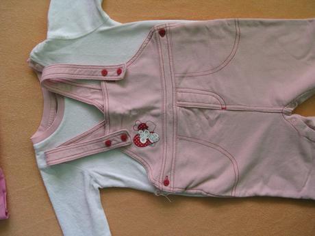 Kalhoty a mikina,