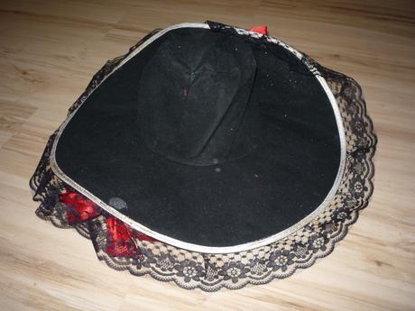 Dámský klobouk ke kostýmu, m