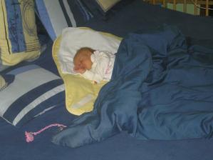 občas spím s rodičemi v posteli