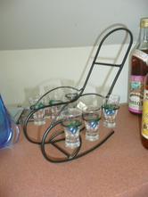 Stojánek křeslo + 6 skleniček slivovice,
