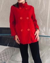 Červený zimní kabát, s