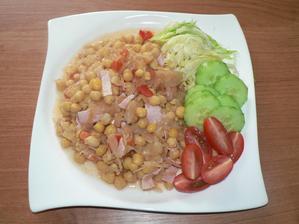 OBĚD: cizrna s kysaným zelím, rajčetem a kladenskou pečení + zelenina