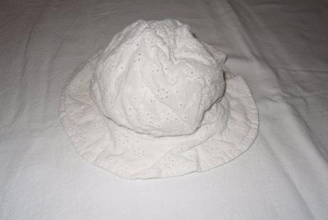 B143dívčí krajkový klobouk, 62