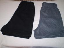 2x podobné černé a šedé flaušové kraťasy, 36