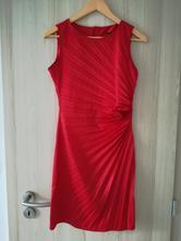 Skládané červené lesklé šaty, 38