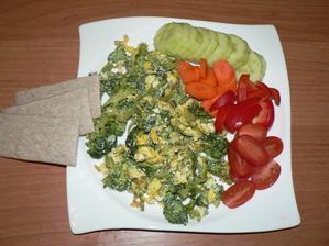"""VEČEŘE: brokolice s vajíčkem """"na mozeček"""", zelenina, pohankové plátky"""
