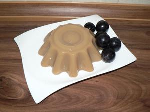 """SVAČINA: puding z domácího kokosového """"mléka"""" slazený přírodním kokosovým cukrem (proto ta barva)"""