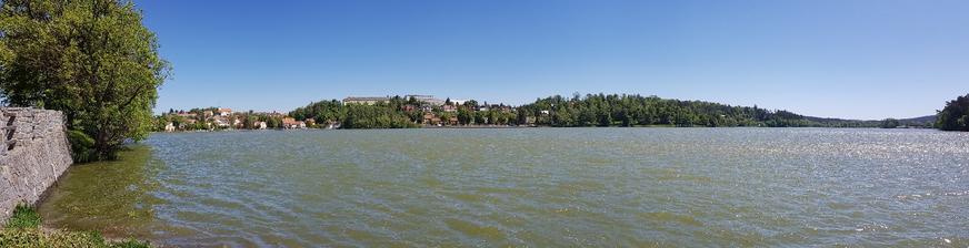 Jedovnice a rybník Olšovec.