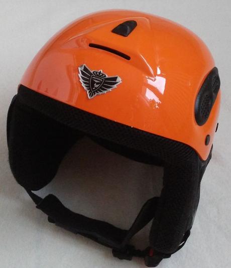 Zimní lyžařská helma,