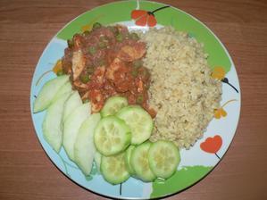 OBĚD: krůtí kousky a hrášek s rajčaty, bulgur, zelenina