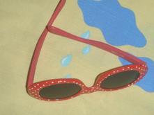 Sluneční brýle zn. next, červené s puntíky,