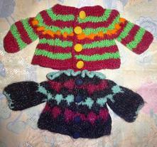 Pletené svetříky pro větší panenky,