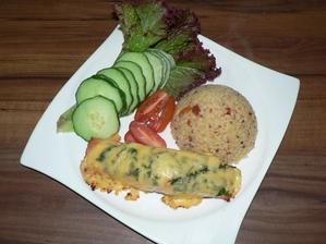 OBĚD: pečený losos s petrželkou a sýrem, bulgur s quinou a sušenou paprikou, zelenina