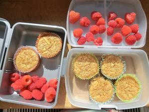 Zdravé jablečné muffiny; maliny