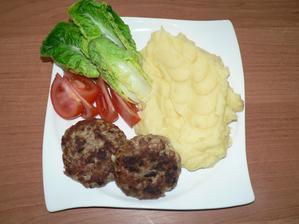 OBĚD: bramborová kaše, kapustové karbanátky opečené jen na troše olivového oleje, zelenina