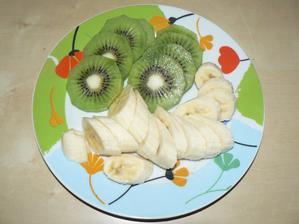 SVAČINA: kiwi + banán