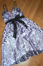Krátké saténové šaty, 38