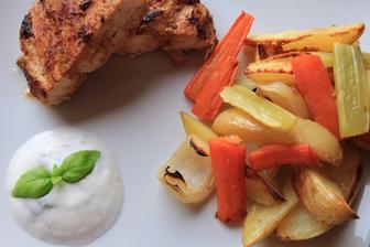 Hořčicovo-medová kuřecí prsa s pečenou zeleninou