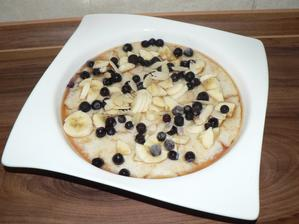 SNÍDANĚ: ovesná hladká mixovaná kaše s kouskem banánu a borůvkami, mňam!