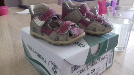 Sandálky, santé,20