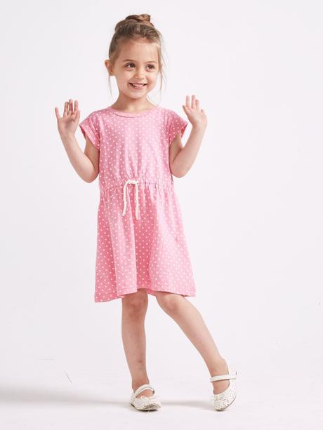 Růžové šaty, 104