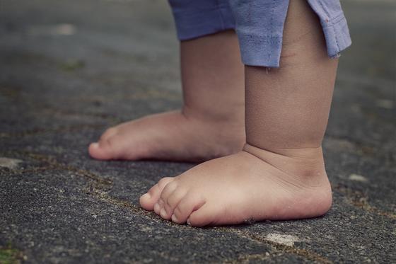 Odbornice na zdravé obouvání radí nechat dítě co nejdéle naboso ... 028e07224d