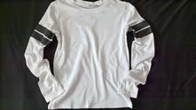 Vel. 152 bílé triko s černým pruhem, 152