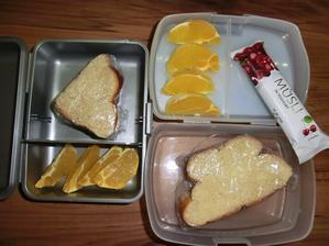 Vánočka s máslem, pomeranč, musli tyčinka