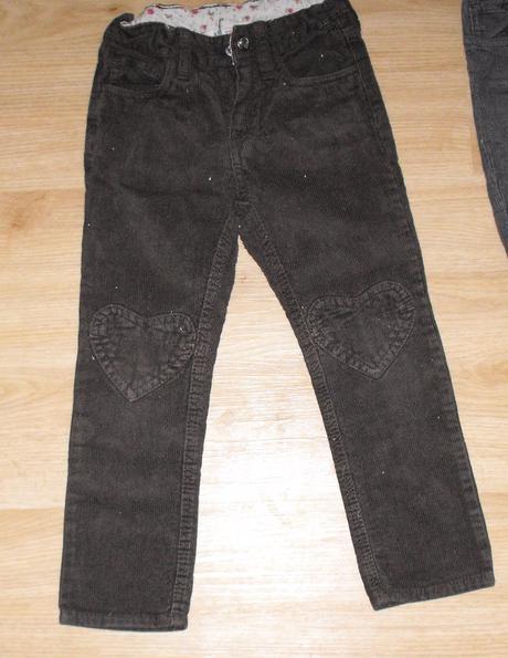 E89. tmavě hnědé manžestráky, h&m,110