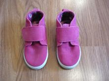 Růžové boty, 25