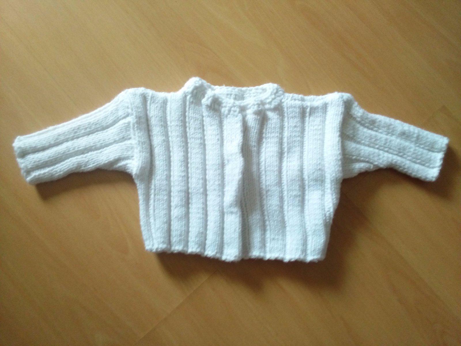11c1bdd79e4c Ručně pletený svetr pro miminko