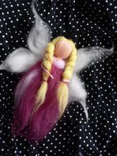 Víla, anděl, panenka z ovčí vlny,