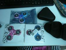 Fidget spinner i obal antistresová hračka maskáč,