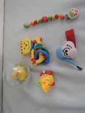 První hračky pro miminko,