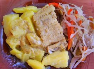 Ryba na masle, zemiaky a kapustový šalát