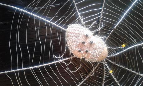 Dekorace na zeď - pavučina,
