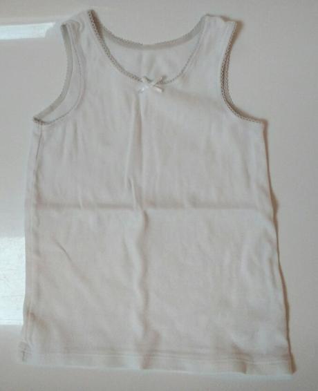 S61 - dívčí bílý nátělník, marks & spencer,98
