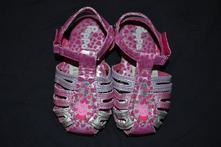 Sandálky s prasátkem peppou, 23
