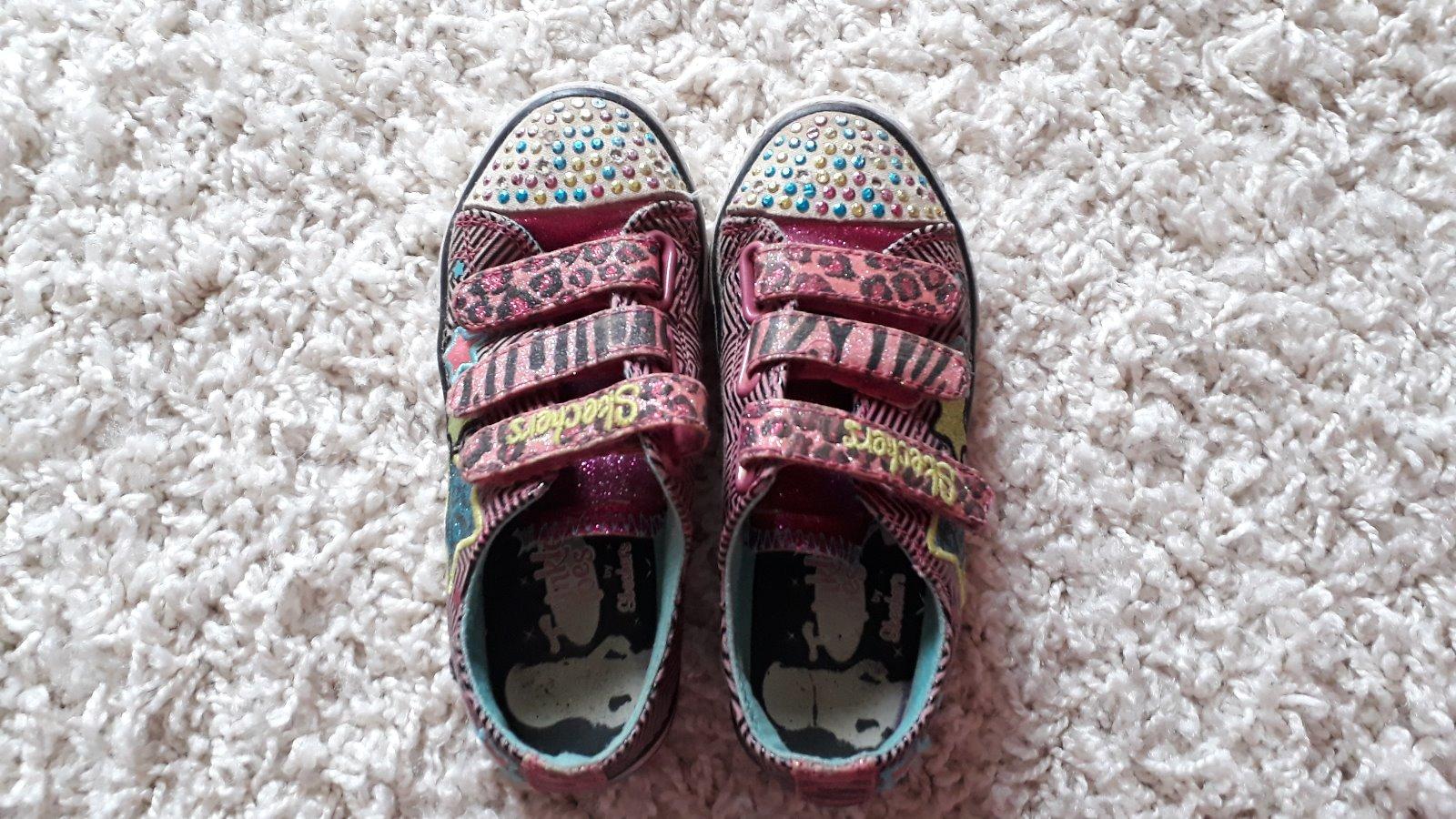 fd5d9c69771 Hezké nakupování  -) Blikající boty s kamínky