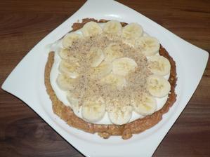 SNÍDANĚ: jablečno-ovesná placka s jogurtem a tvarohem, banán, mleté ořechy