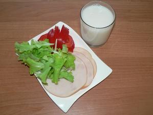 """SVAČINA: krůtí šunka, zelenina, mandlové """"mléko"""""""