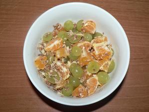 SVAČINA: mandarinka, hroznové víno, pár pohankových lupínků